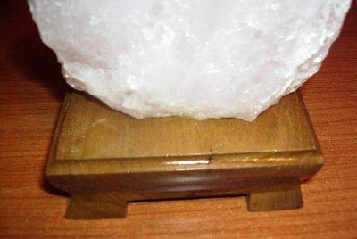 Lampada Cristallo Di Rocca Proprietà : Lampada di cristallo di rocca con base legno bk f